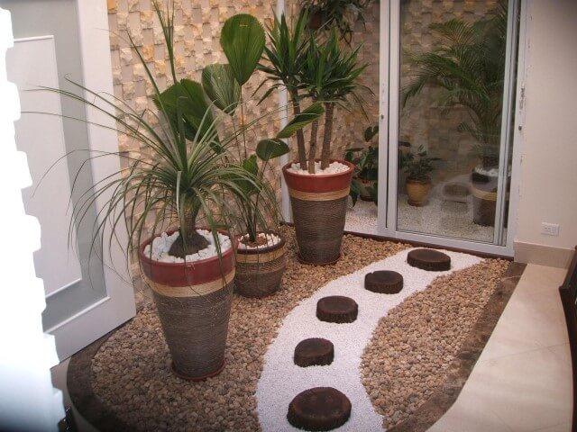 Como fazer um jardim de inverno com vasos grandes