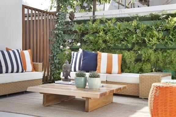 Como fazer um jardim vertical com estrutura de madeira