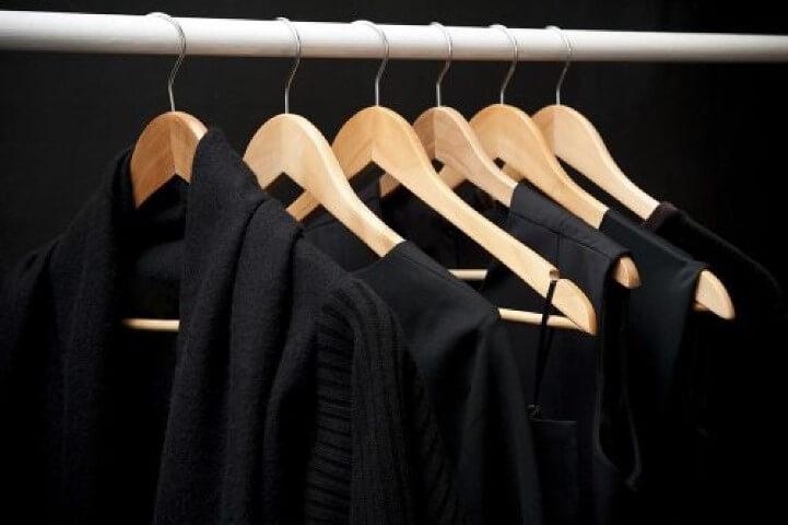 Como lavar roupa preta