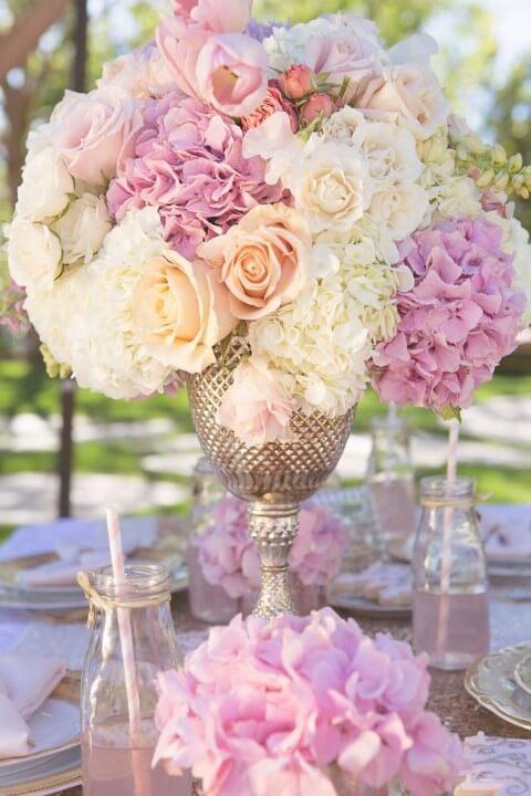 Decoração com flores de papel exuberante
