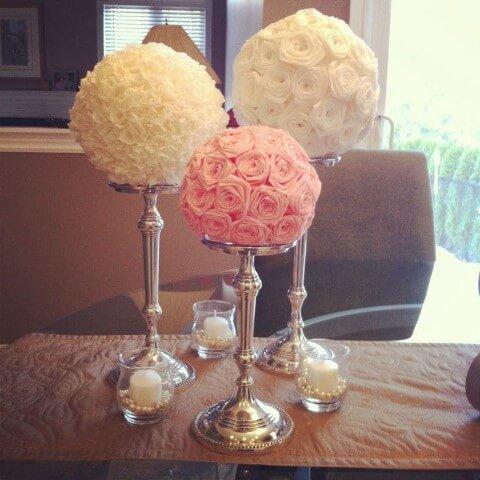 Decoração com flores de papel para centro de mesa