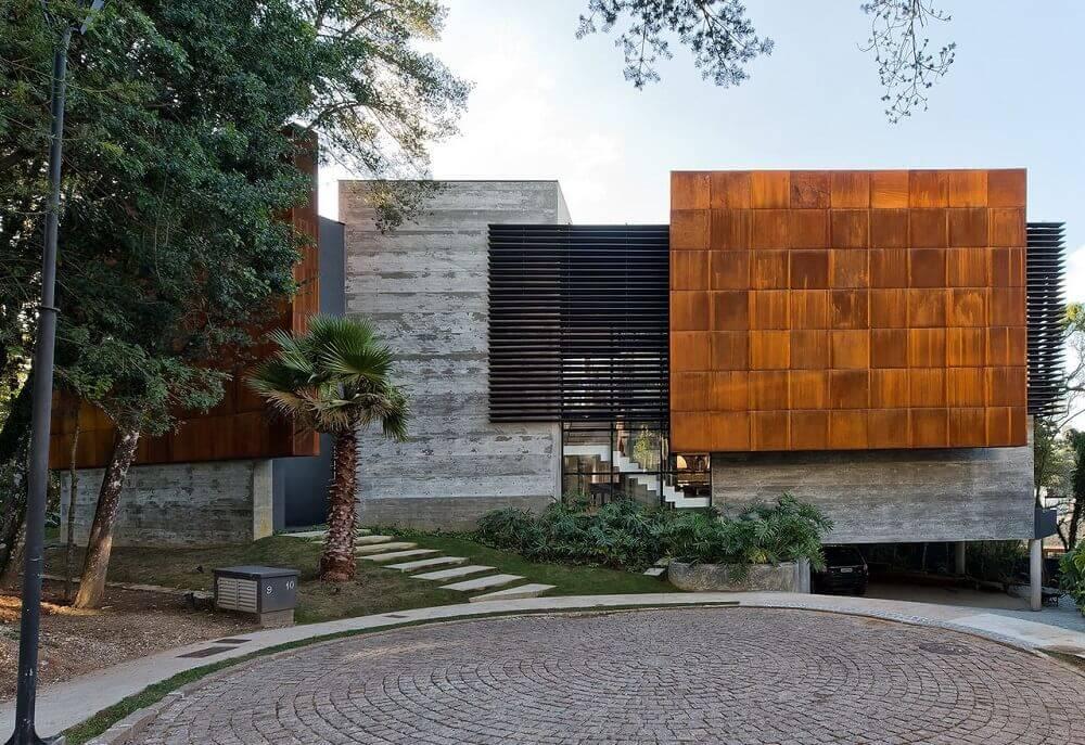 Fachadas com telhado platibanda e concreto aparente