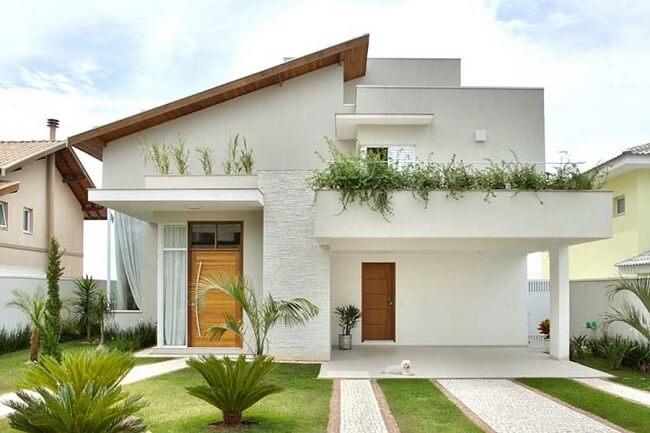 Frente de casas com garagem aberta