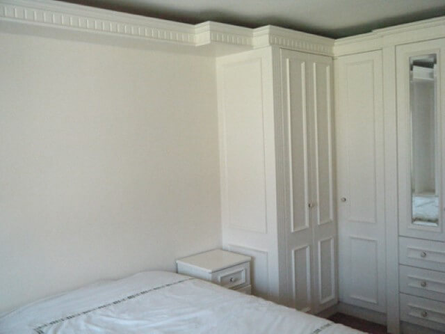 Guarda-roupa de gesso com portas