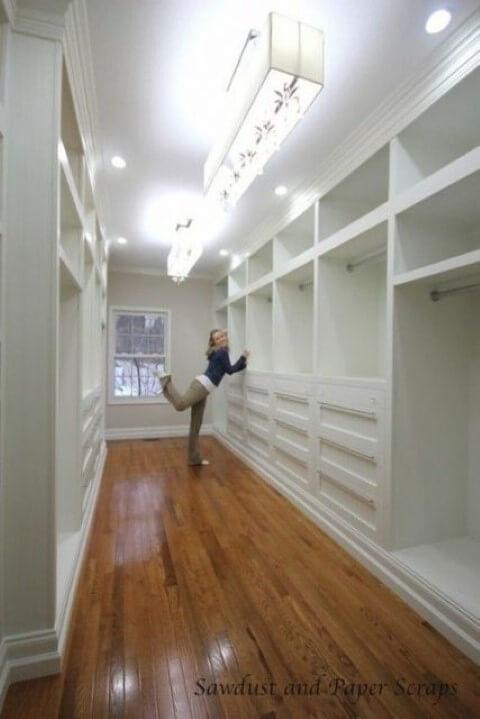 Guarda-roupa de gesso em closet