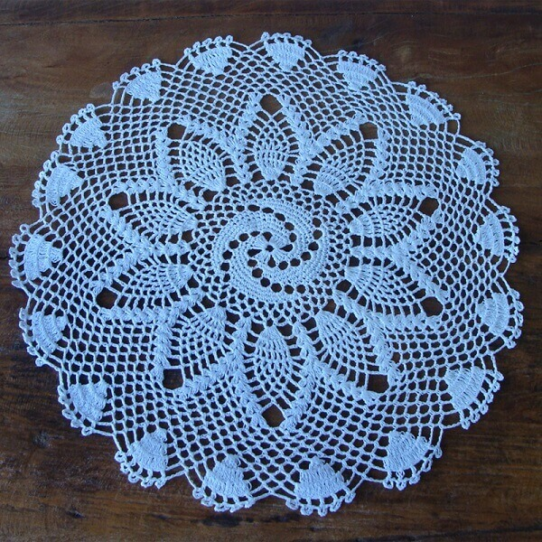 Jogo americano de crochê azul em formato redondo