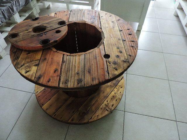 Mesa de carretel com centro oco