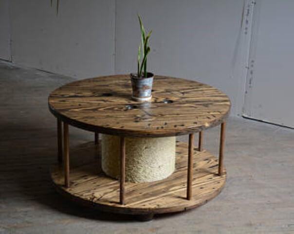 Mesa de carretel com corda