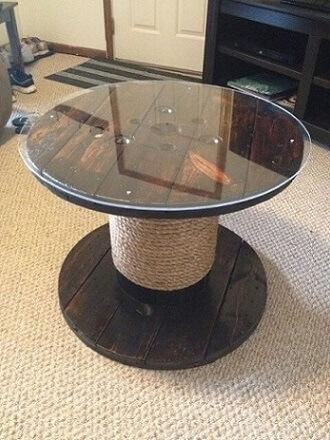 Mesa de carretel com tampo de vidro