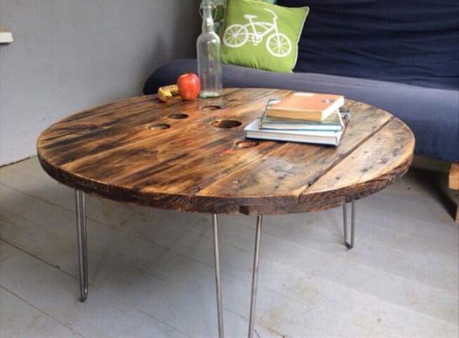 Mesa de carretel de centro com pés hairpin
