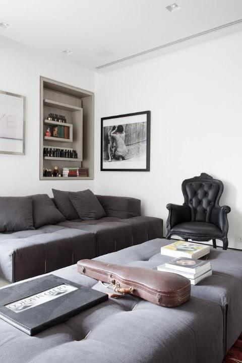 Modelos de poltronas de couro preta Projeto de Consuelo Jorge