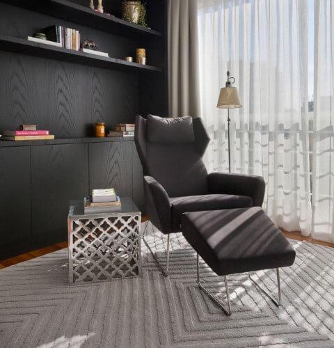 Modelos de poltronas em sala de estar Projeto de Luciano Dalla