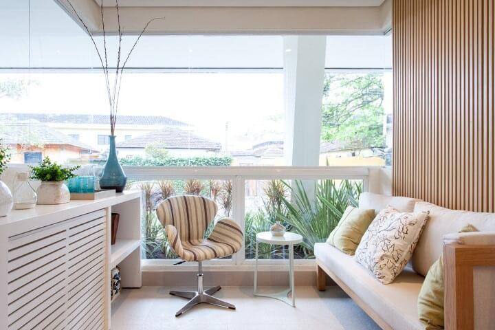 Modelos de sofá branco de madeira Projeto de Sandra Picciotto