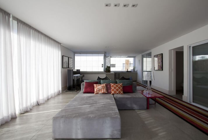 Modelos de sofá com chaise cinza Projeto de AMC Arquitetura