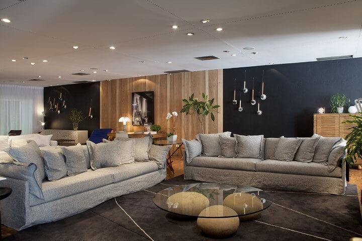 Modelos de sofá tradicional cinza de tamanhos diferentes Projeto de Rene Fernandes