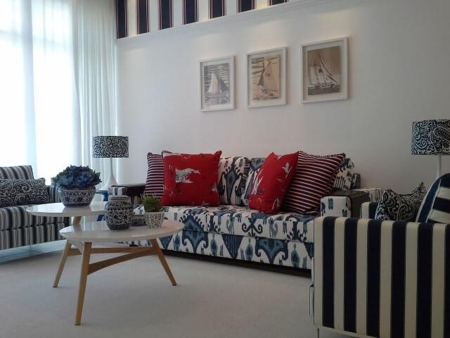Modelos de sofá tradicional estampado Projeto de Helena Koki