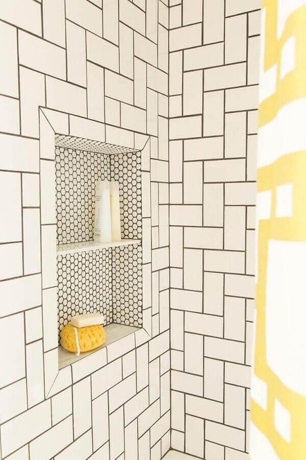 Nicho para banheiro com acabamentos diferentes