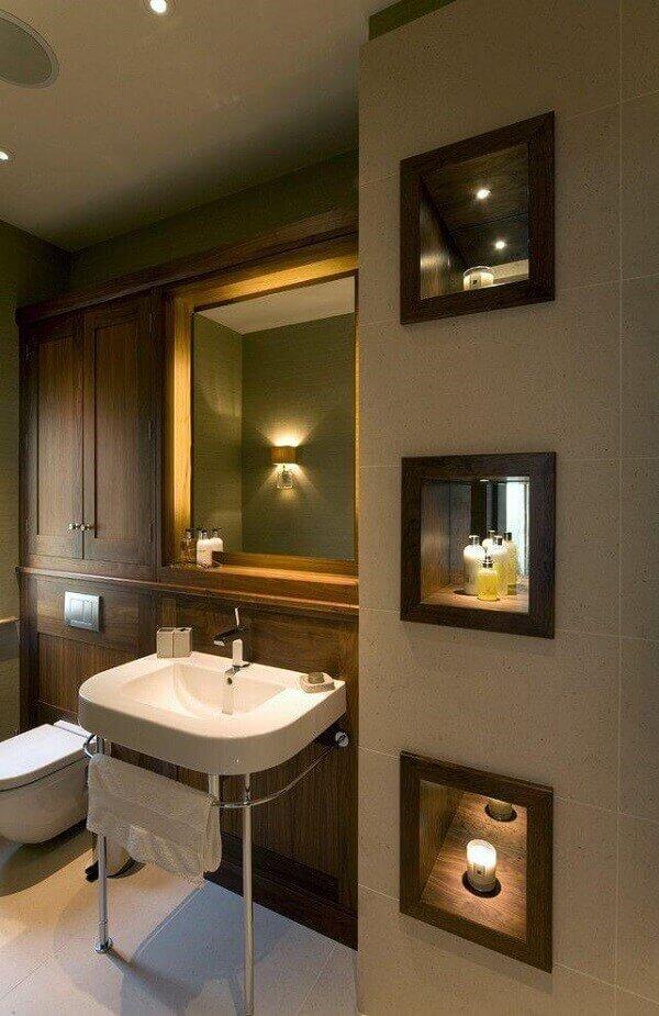 Nicho para banheiro com madeira e espelho interno