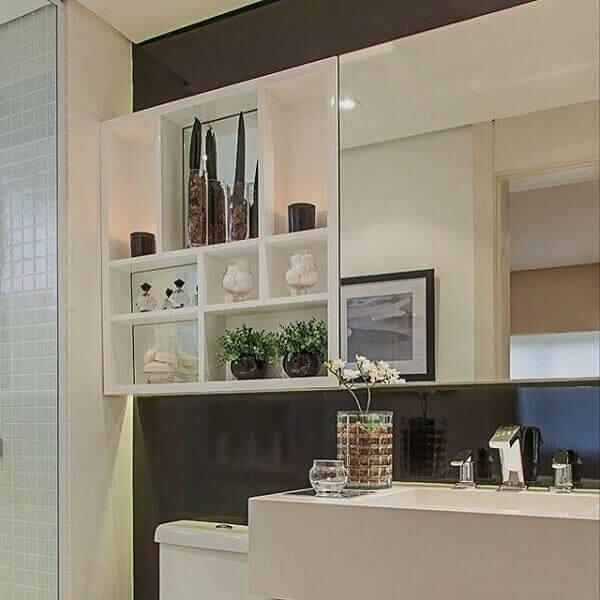 Nicho para banheiro organiza e decora