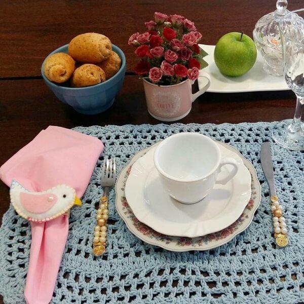 O jogo americano de crochê pode compor mesas graciosas