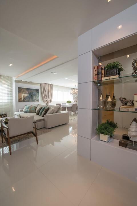 Prateleira de vidro em sala Projeto de Actual Design