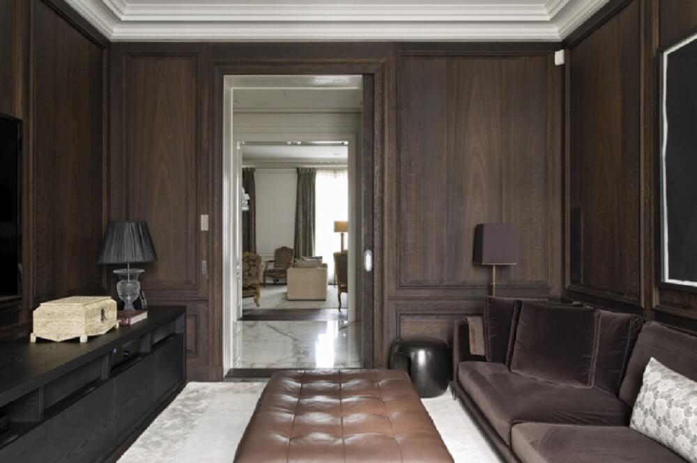 Puff para sala com design em capitonê de couro