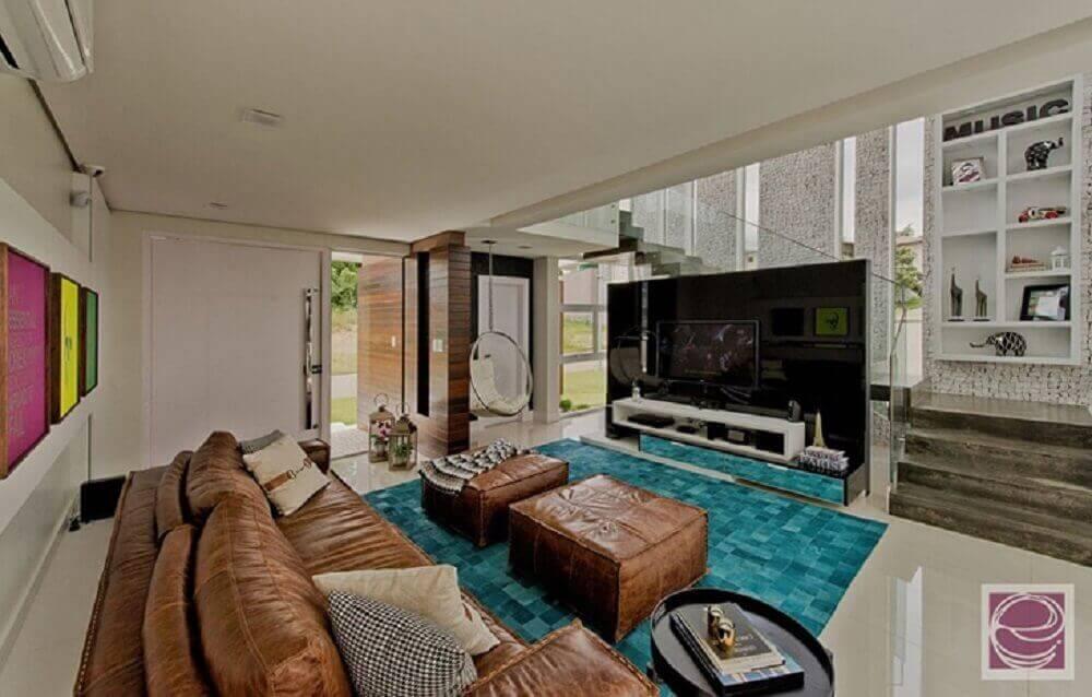 Puff para sala e sofá de couro