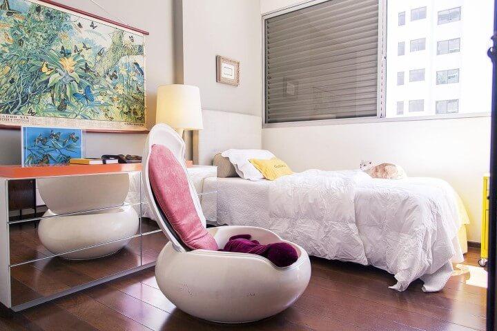 Quarto de solteiro com cômoda espelhada Projeto de Casa Aberta