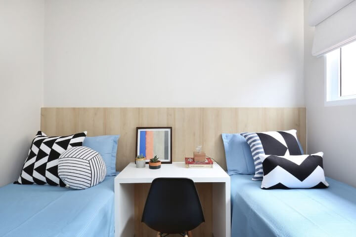 Quarto de solteiro com duas camas Projeto de Arquiteto em Casa