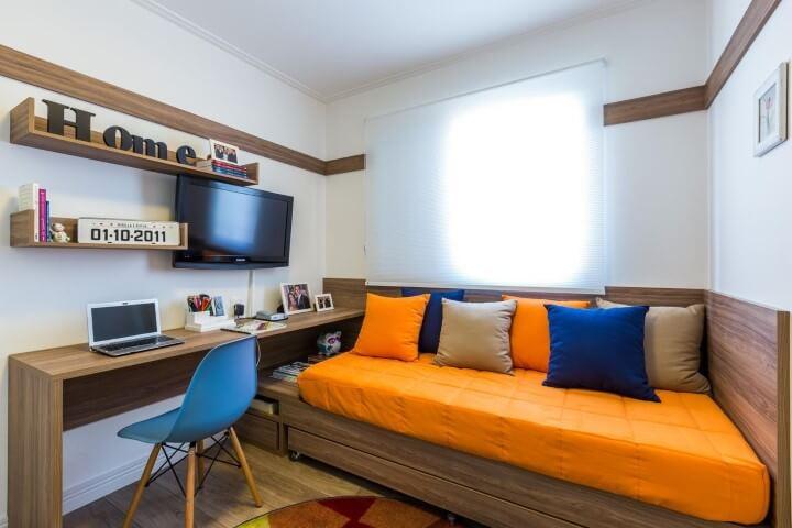 Quarto de solteiro com home office Projeto de By Arquitetura