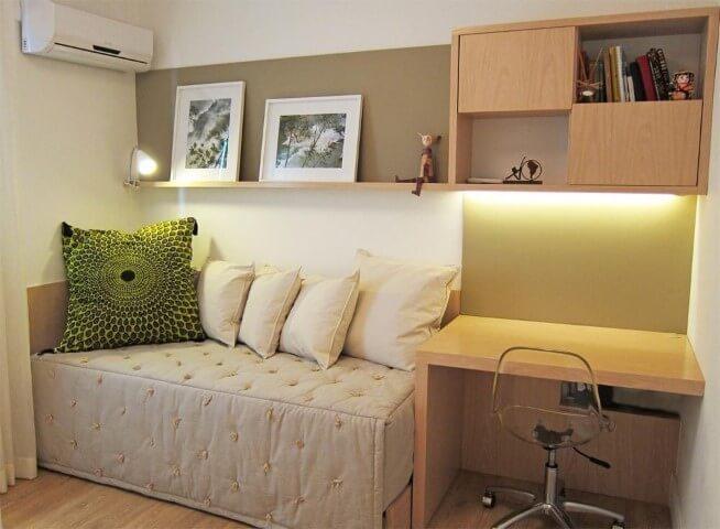 Quarto de solteiro com sofá-cama Projeto de Flavia Secioso