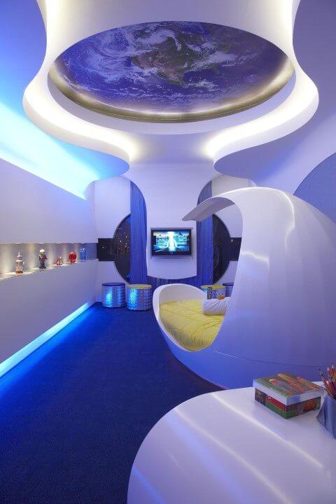 Quarto de solteiro com tema espacial Projeto Aquiles Nicolas Kilaris