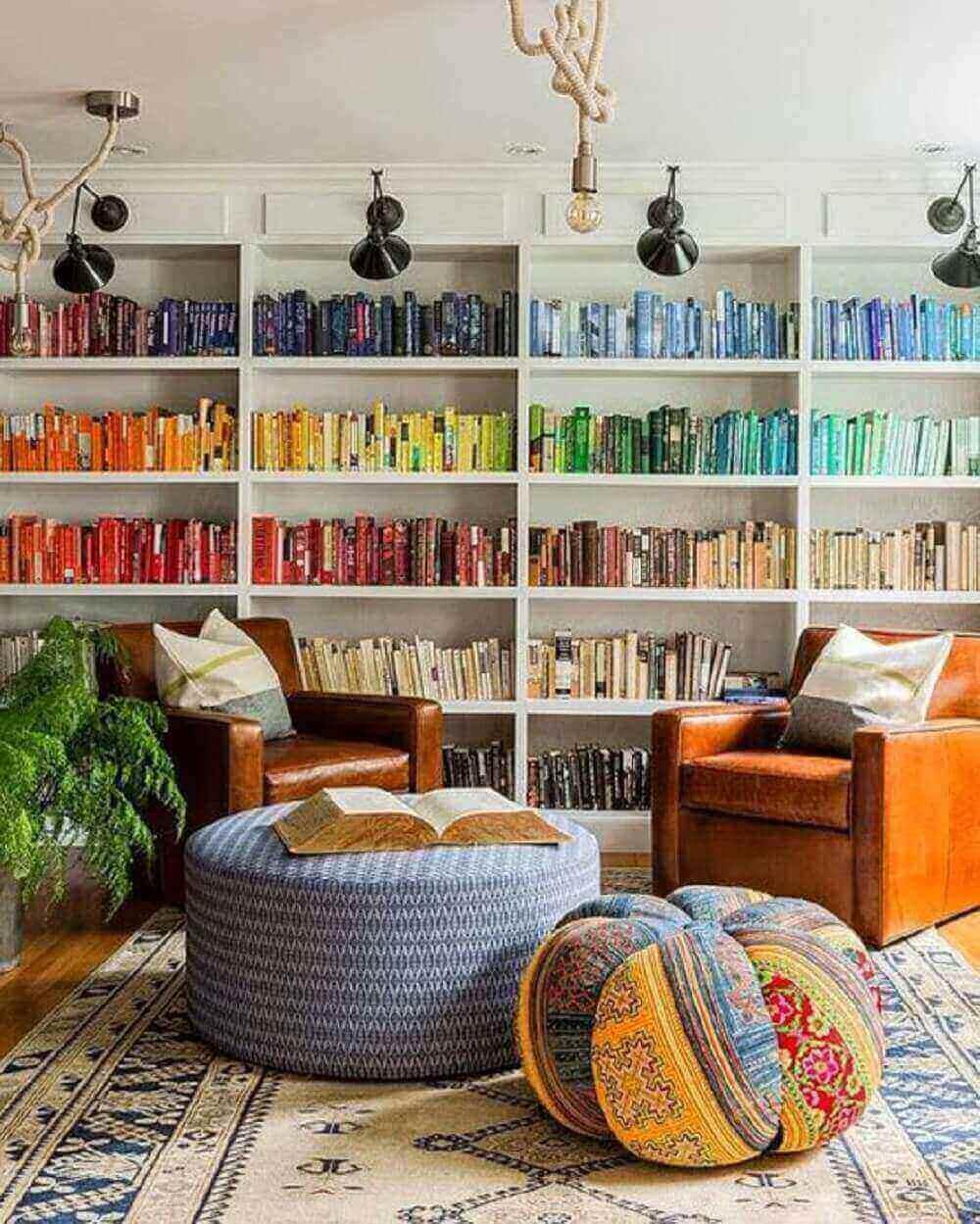 Transforme um espaço em um cantinho de leitura incluindo um puff para sala