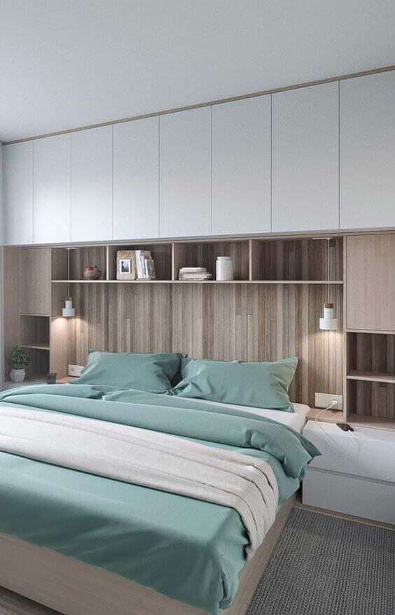 Quarto moderno com armário embutido