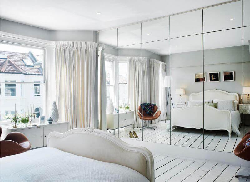 armários embutidos para quarto com porta espelhada