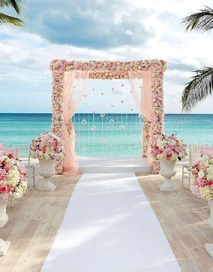 arranjos de rosas para noivado na praia