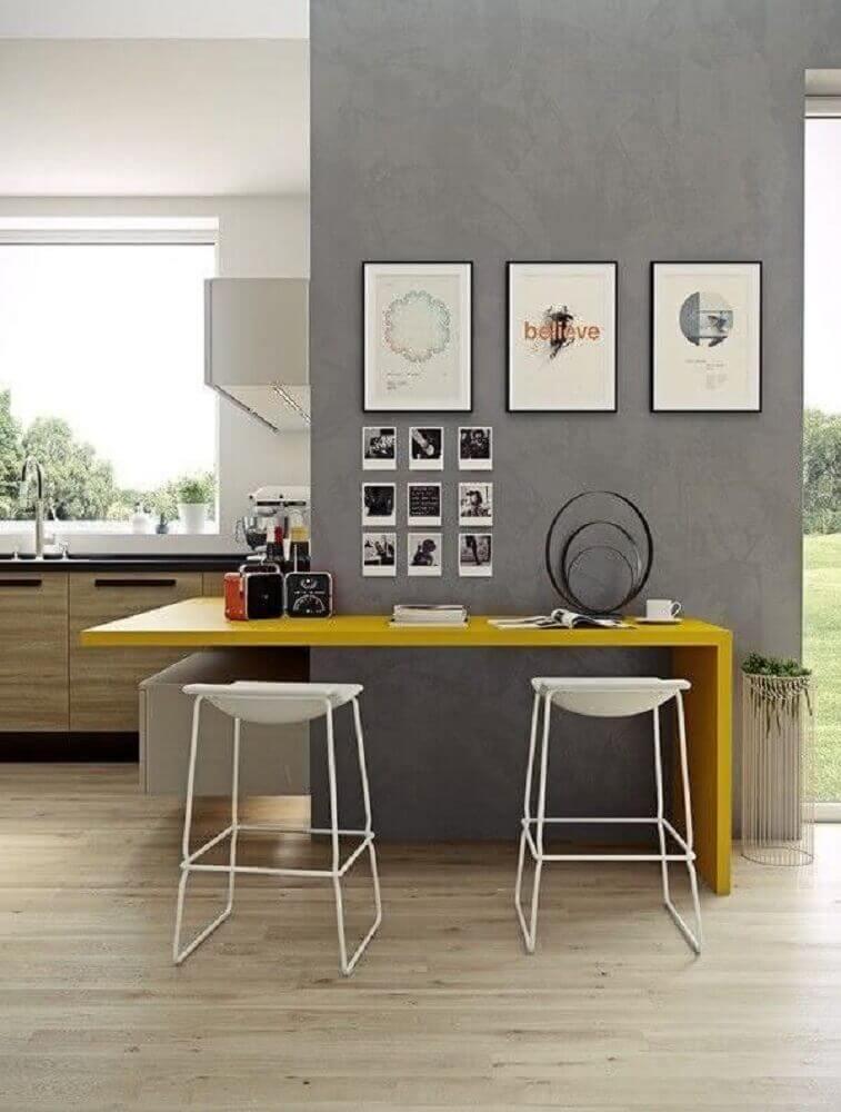 Bancos com design minimalista para cozinha moderna