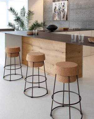 banquetas para cozinha american com estilo minimalista e assento rolha