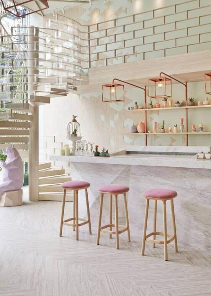 banquetas para cozinha com assento rosa Foto Archzine