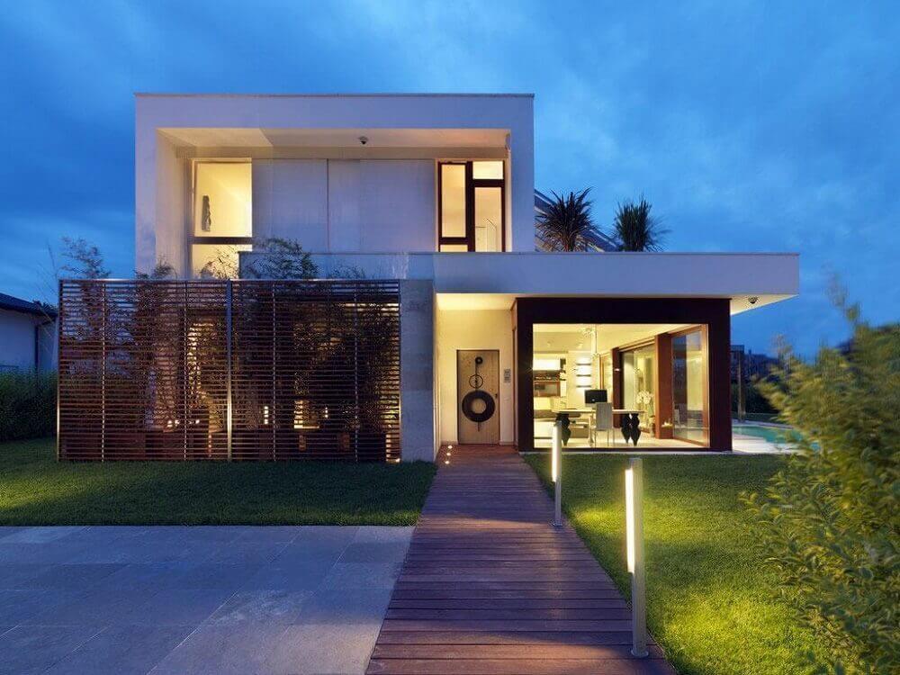 casas com platibanda e piscina na lateral