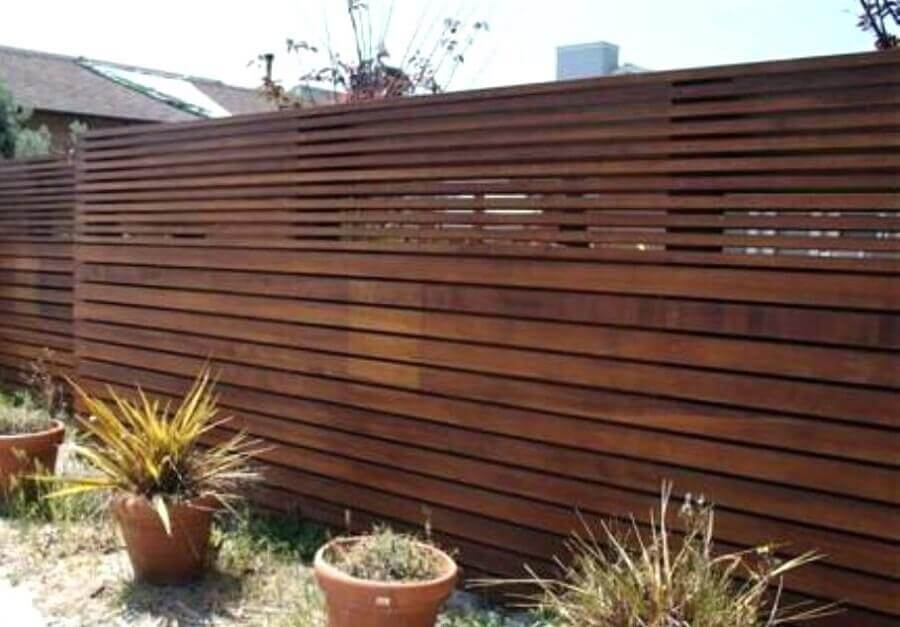 cerca de madeira alta para jardim