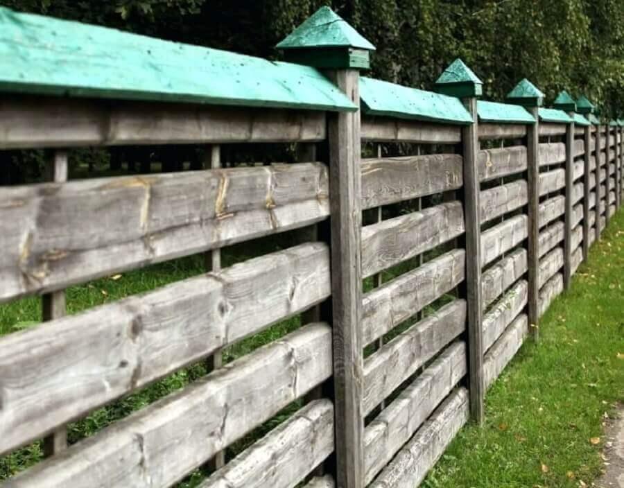 cerca rústica de madeira