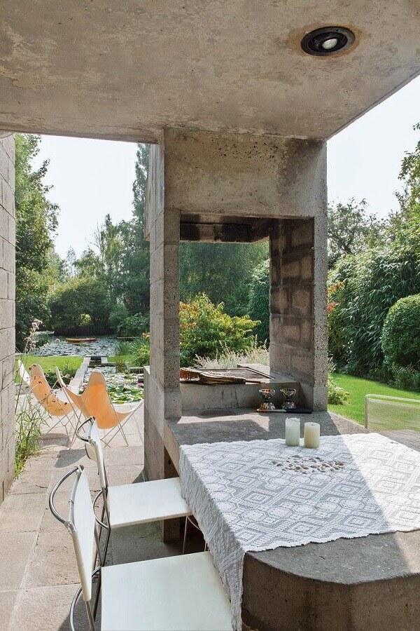 churrasqueira de concreto com mesa