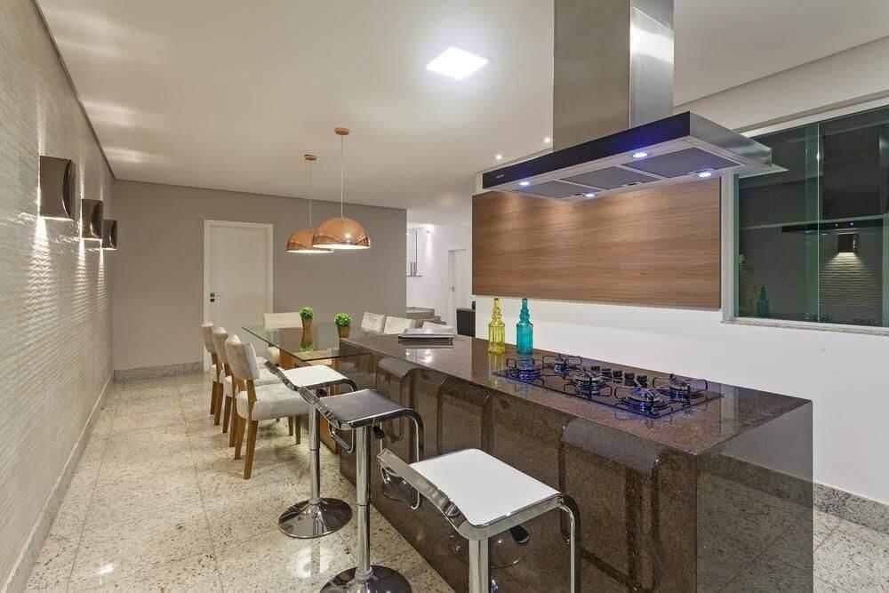 cozinha com coifa de ilha com iluminação embutida