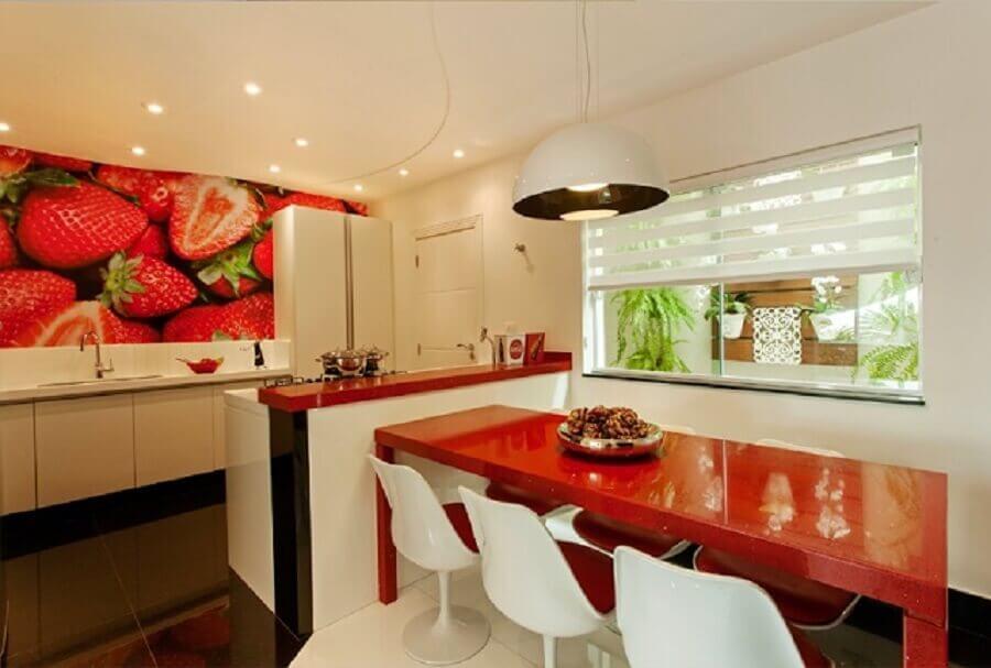 cozinha com pedra silestone vermelho