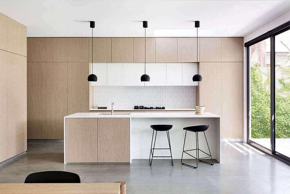 cozinha moderna com pendente preto