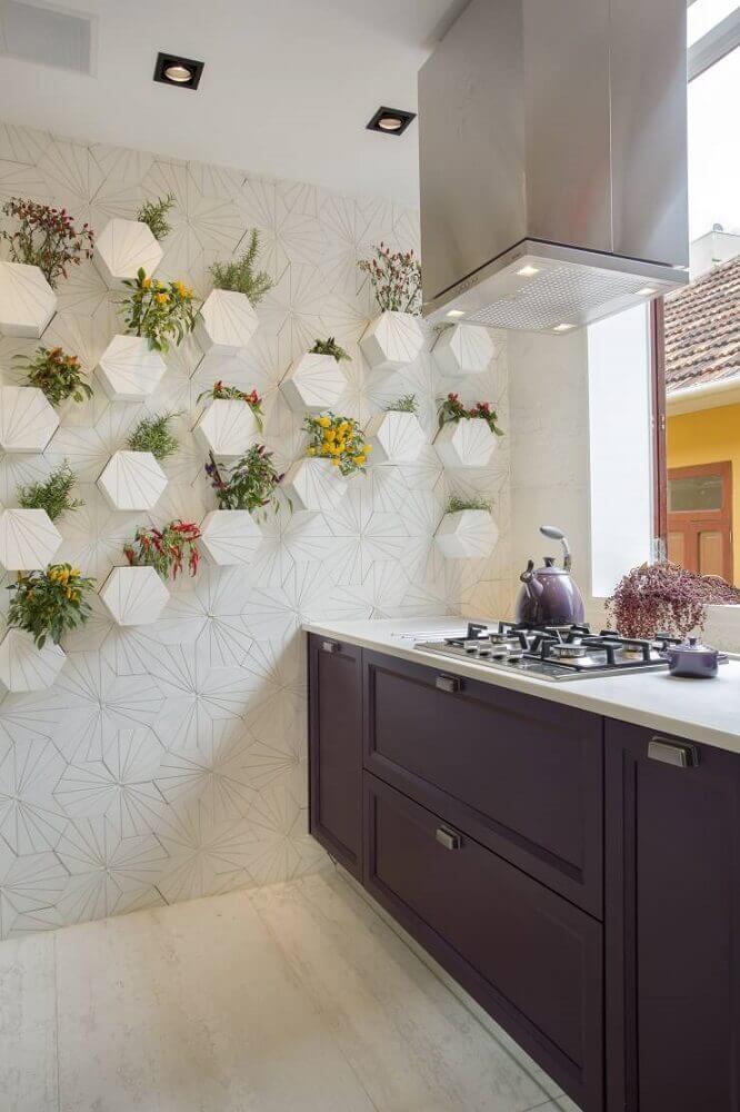 cozinha planejada com coifa moderna