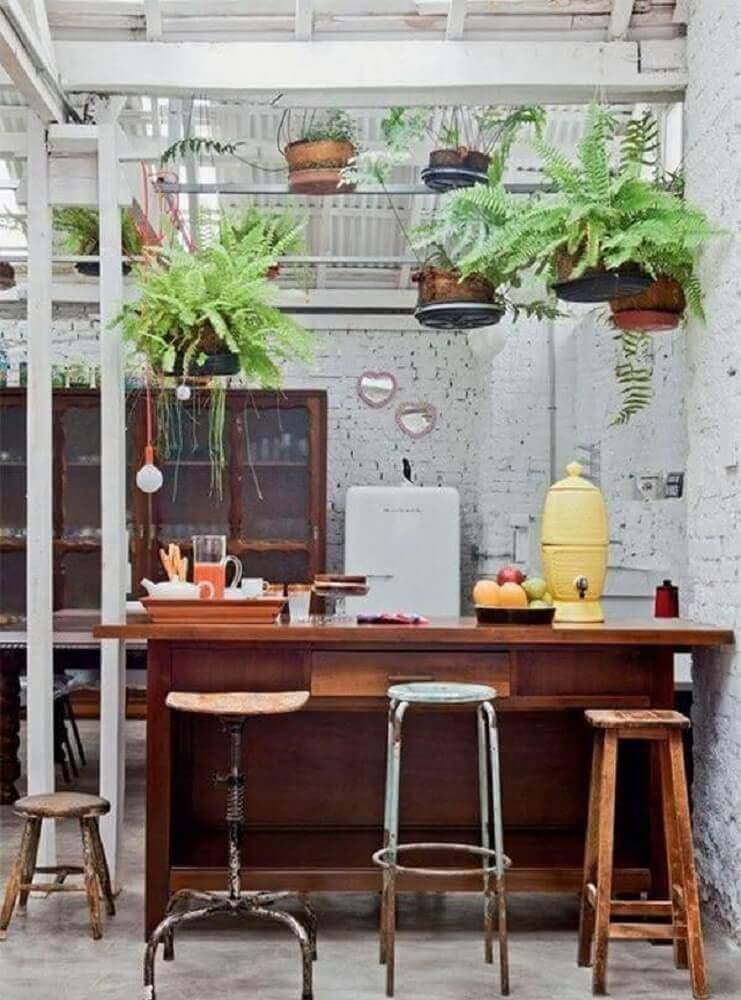 decoração com modelos diferentes de banquetas para cozinha Foto Decoratorist