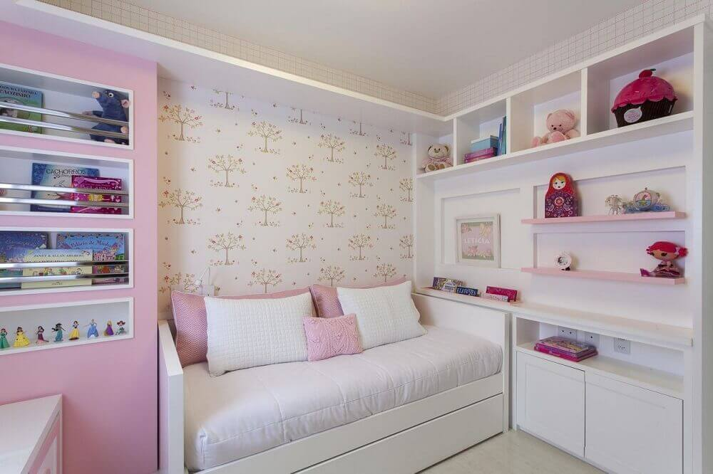 decoração com papel de parede infantil para quarto de menina