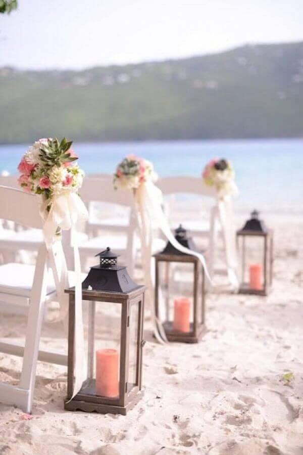 decoração de cerimônia para casamento na praia com luminárias